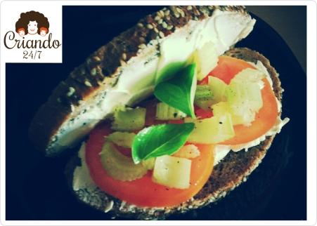 criando247 #HoyComemos SandwichQuesoTomateApioAlbahaca