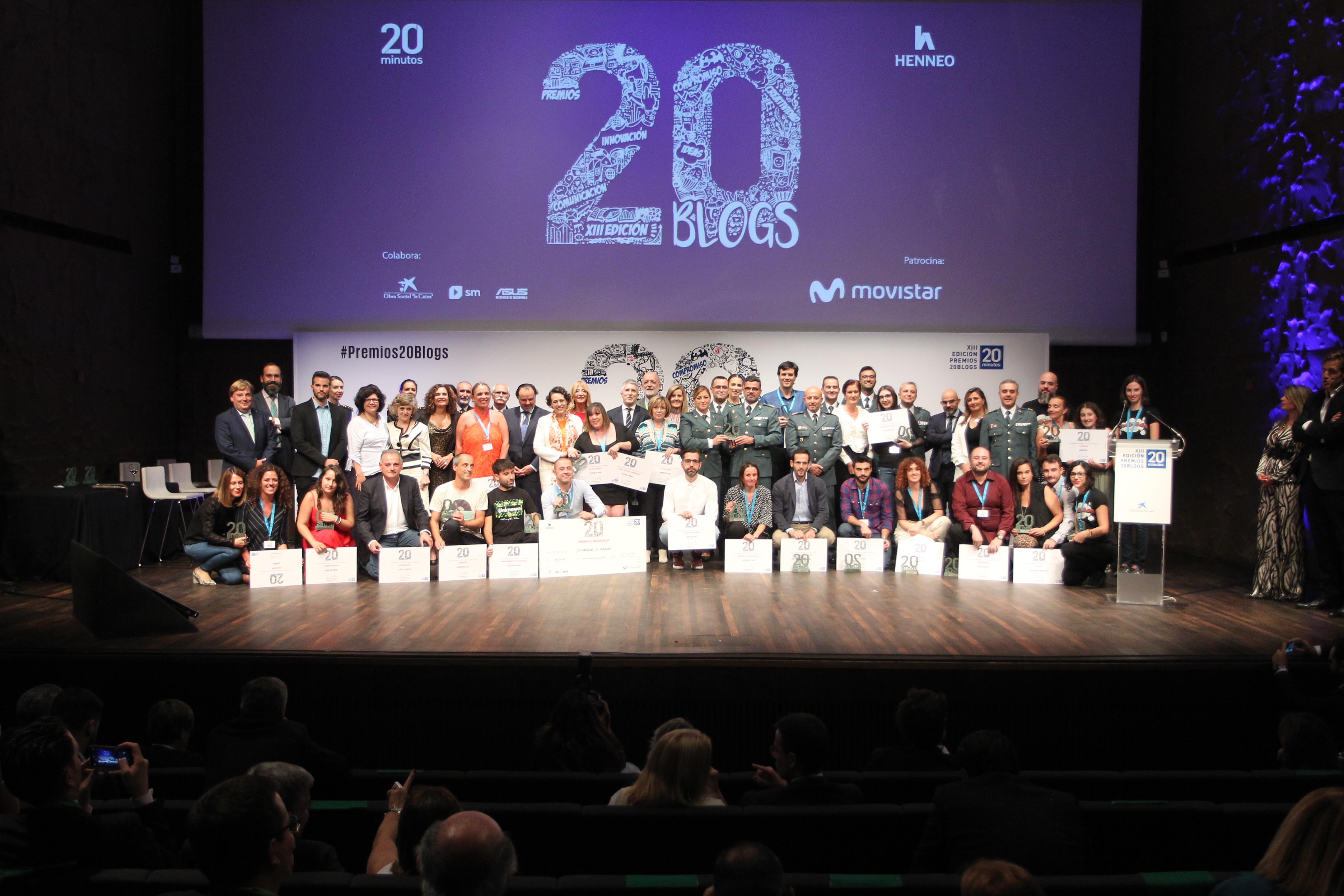 Rocío Palomo y Criando 24/7 representando a Hemiweb junto al resto de los galardonados de los Premios 20 blogs 2019 . Foto de Jorge París